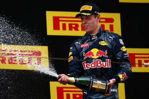 Изображение: daniil-kvyat-chinese-grand-prix-2016-third-place.jpg. Тип: image/jpeg. Размер: 500x333. Объем: 37.016KByte.